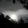 Dincolo de nori, marea luminată de soare